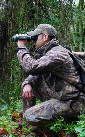 Termokamera FLIR pro noční vidění. Model FLIR Scout. Nazývaná někdy též jako termovize nebo termovizní kamera. Srovnání: termokamera x noktovizor